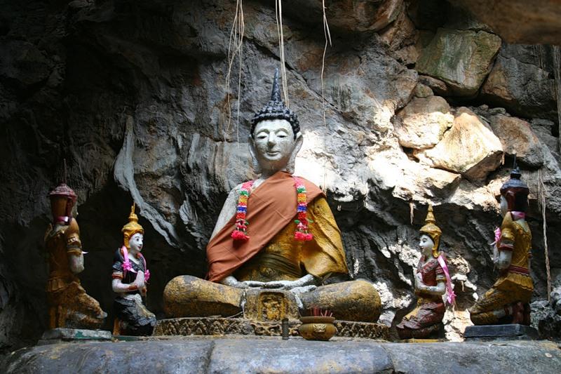 Пещера с Буддой