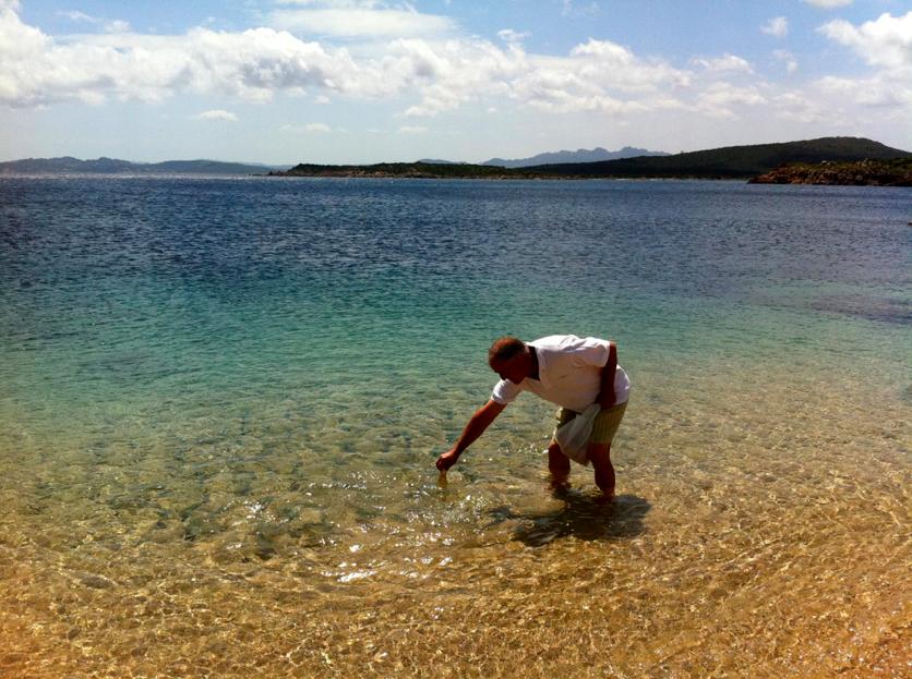 рыбак на берегу Ла Маддалена
