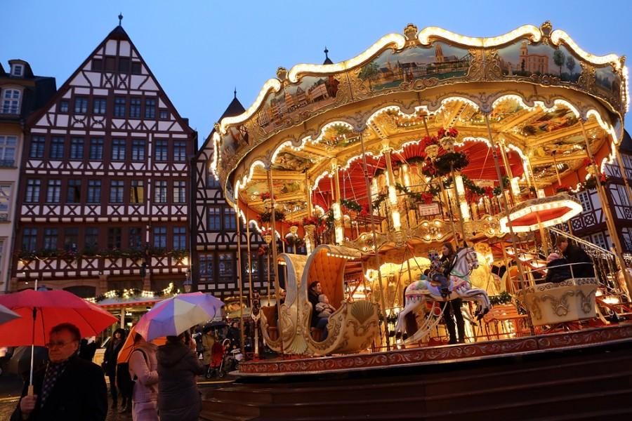 Карусель на рождественской ярмарке во Франкфурте