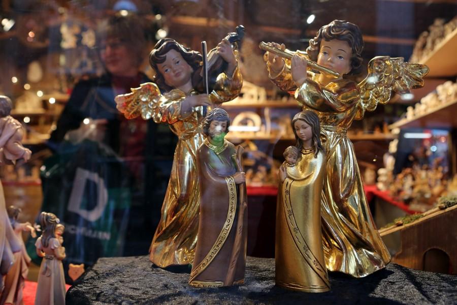 Фигурки ангелов на ярмарке во Франкфурте