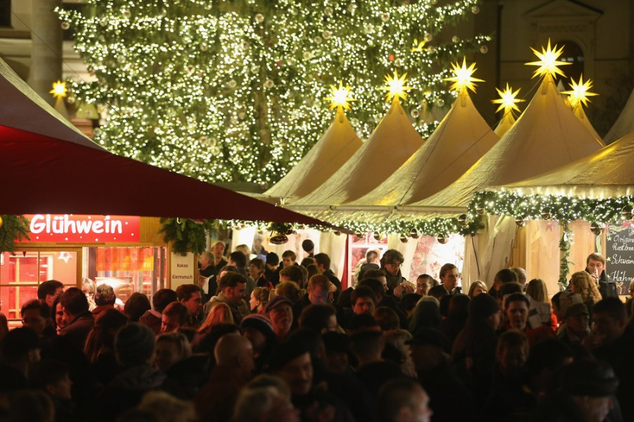 Праздничные шары на ярмарке в Берлине