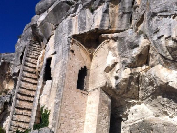 Сохранившаяся лестница замка де Бо