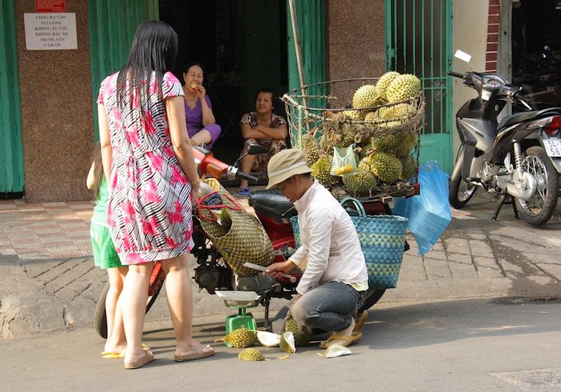 уличный торговец фруктами, Хошимин