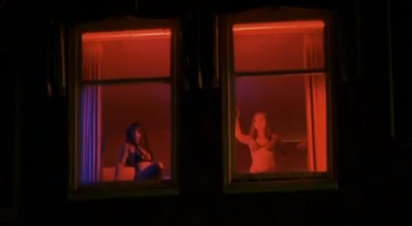 кадр из клипа Roxanne