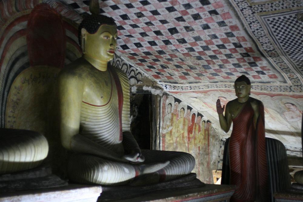 скульптуры Будды в Дамбуле