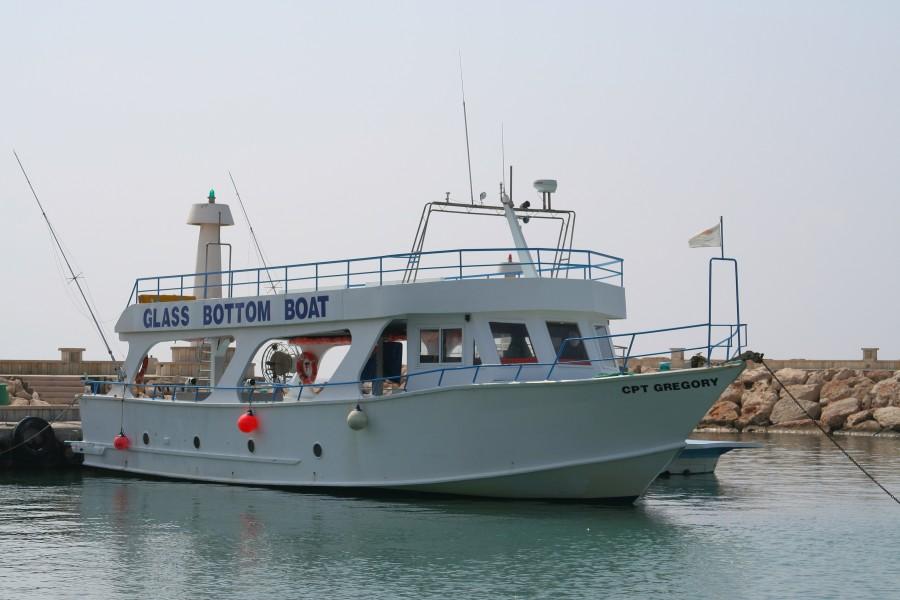 кораблик на пристани Айа-Напы