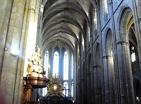 интерьер собора Saint-Maximin-la-Sainte-Baume