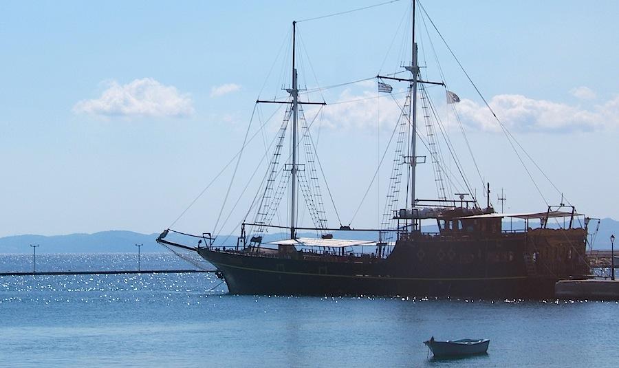 корабль для круиза вокруг Афона