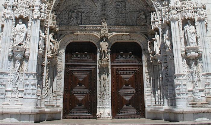 резной фасад монастыря Жеронимуш