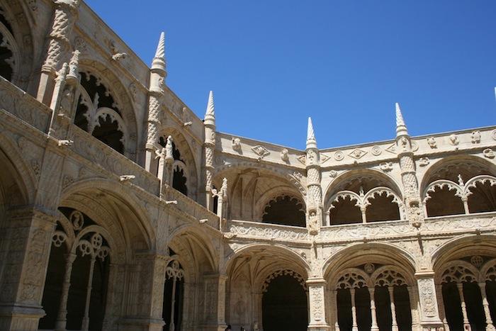 внутренний двор монастыря Жеронимуш