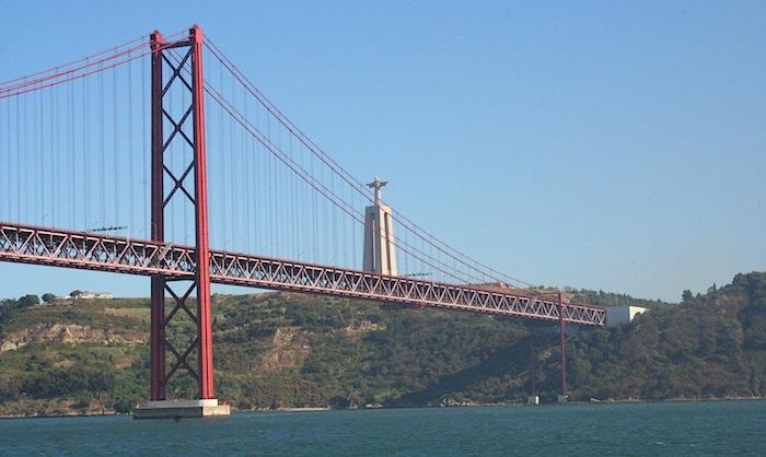 Мост 25 апреля и статуя Христа, Белен
