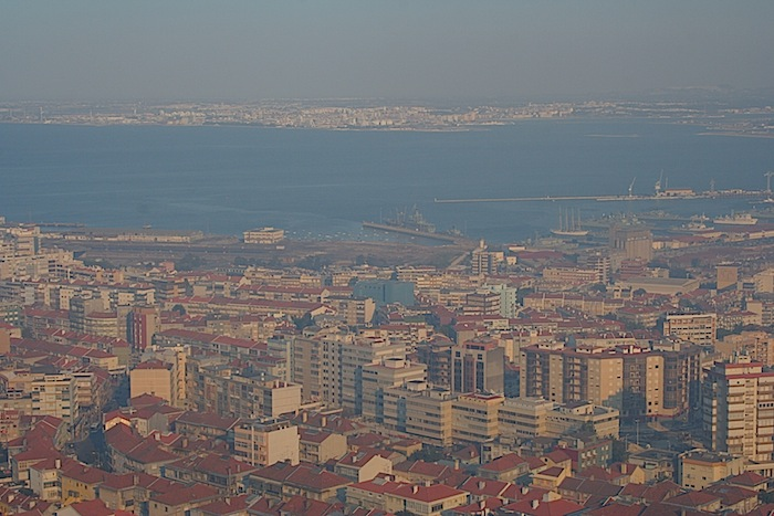вид на Лиссабон с пьедестала статуи Христа