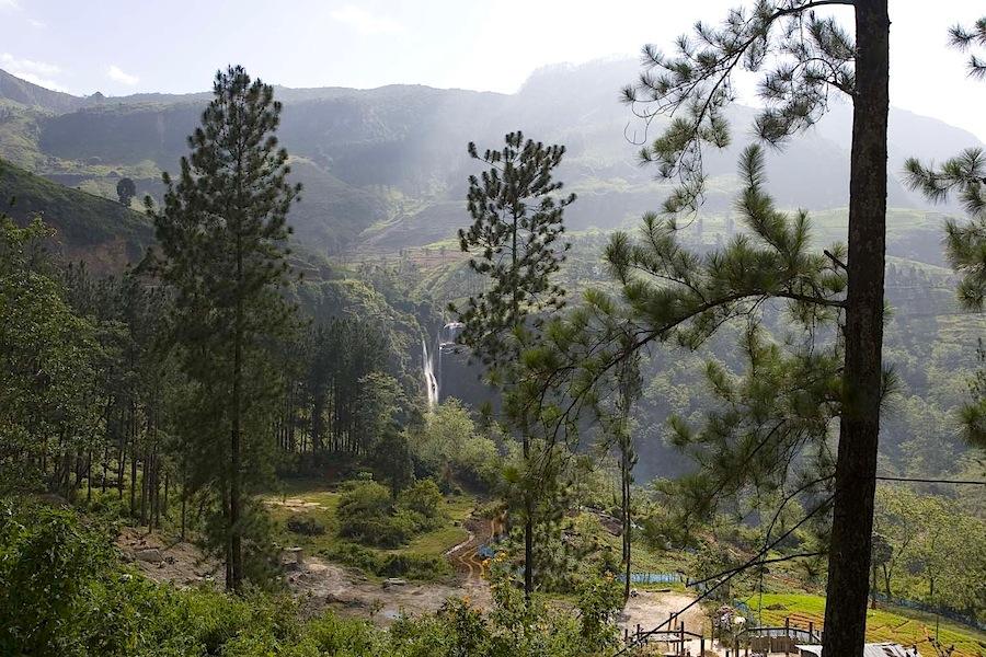 водопад близ Нувара Элия