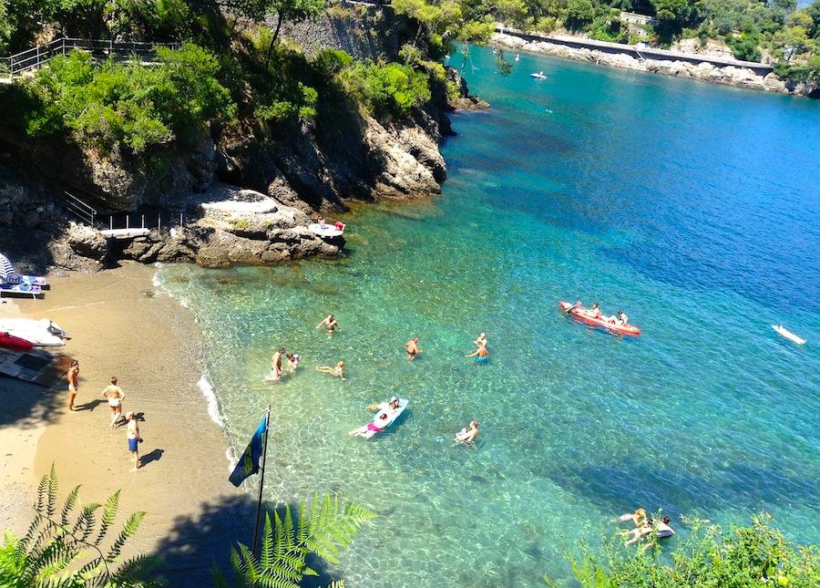 Общественный пляж близ Портофино