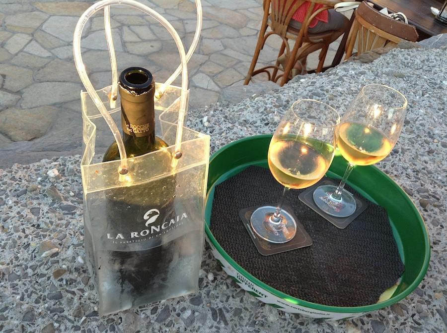 вино в баре Al Molo 16