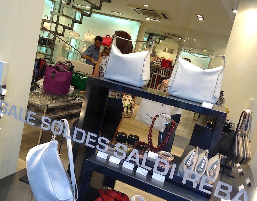витрина бутика Furla в Венеции
