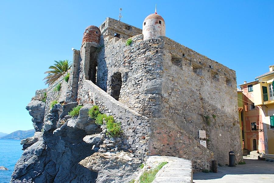 Драконий замок в Камолья