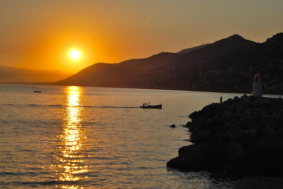 закат на берегу моря, вид, открывающийся с летней веранды Al Molo 16