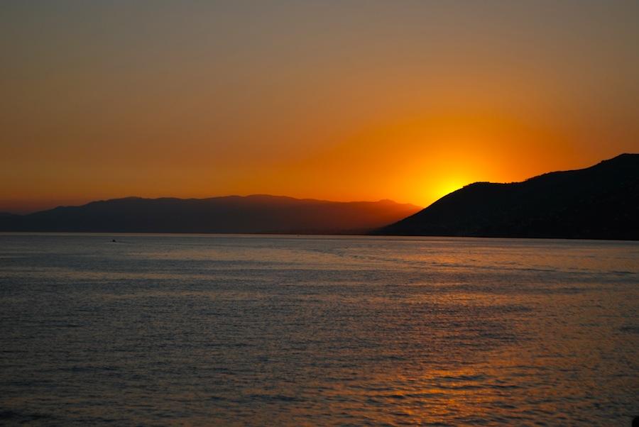 закат в Камолья