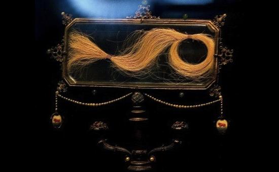 локон волос Лукреции Борджиа