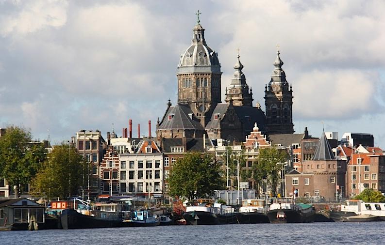 вид на Амстердам с воды