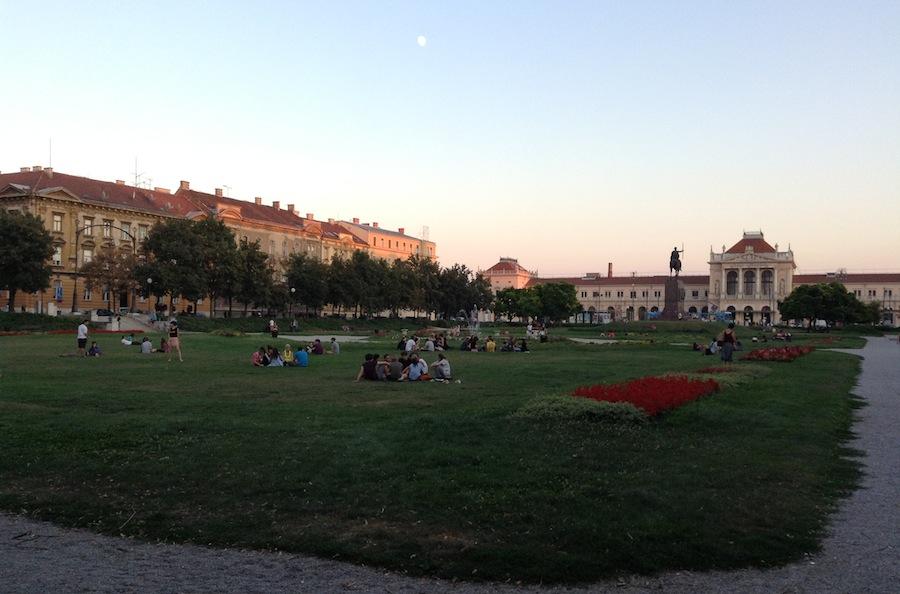 Парк у Центрального вокзала в Загребе, оцените чистоту
