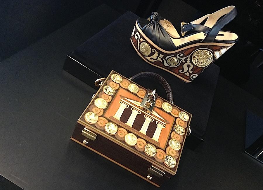 Сумочка и туфли из коллекции Dolce&Gabbana