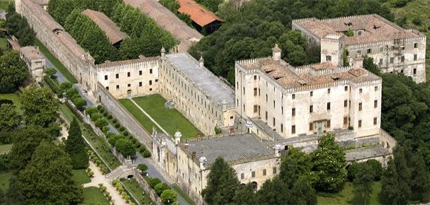 замок Катайо