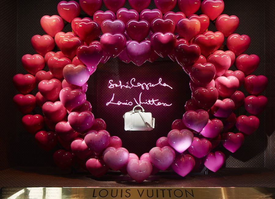 витрина Louis Vuitton