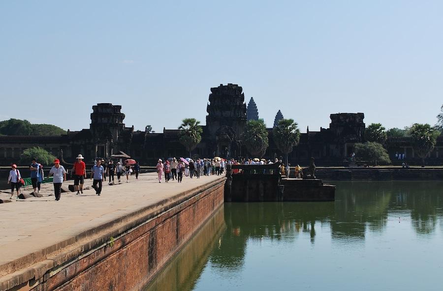 бассейн у входа в Ангкор-Ват
