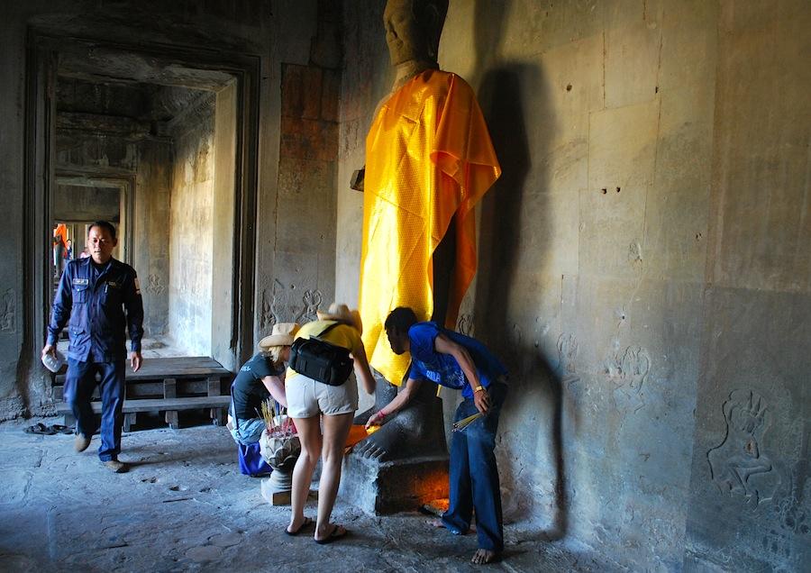 статуя Будды в Ангкор-Вате