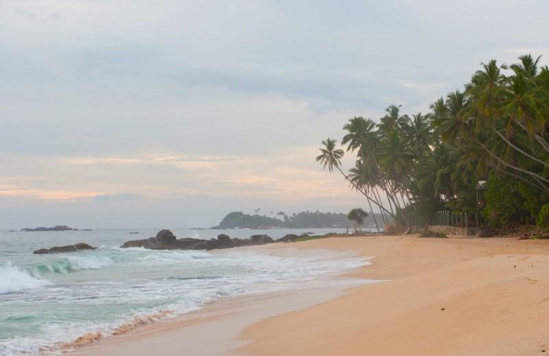 побережье близ Хиккадувы