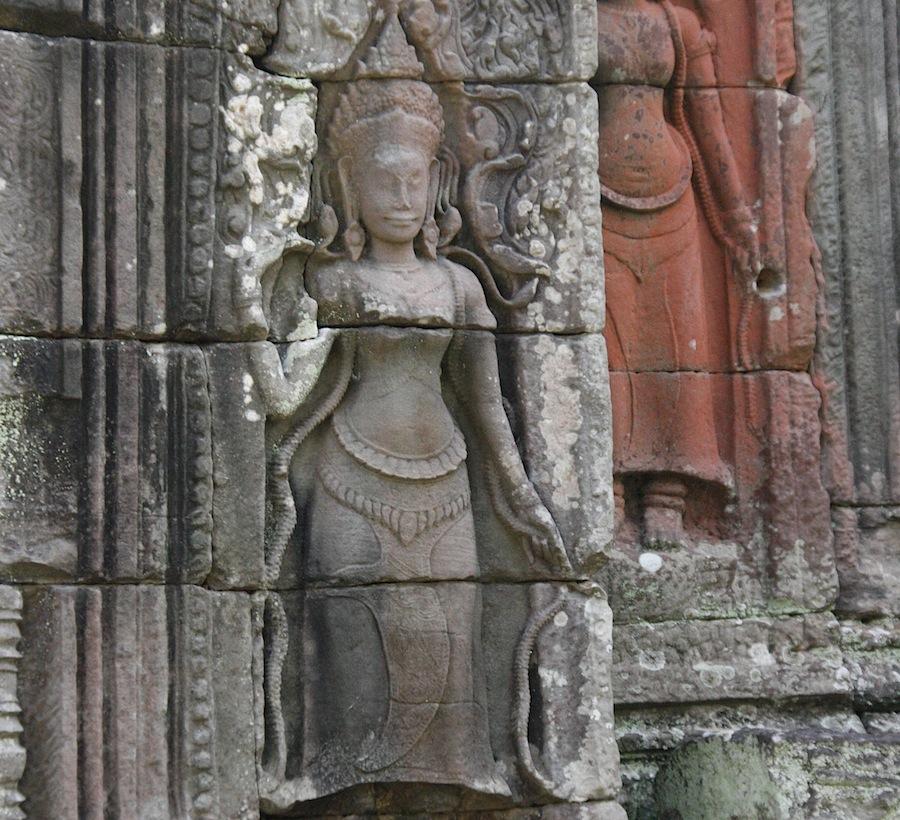 барельефы в Ангкоре