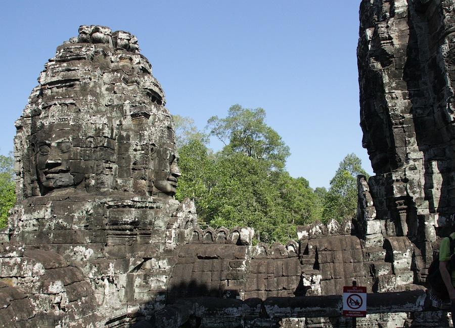лики в храме Байон