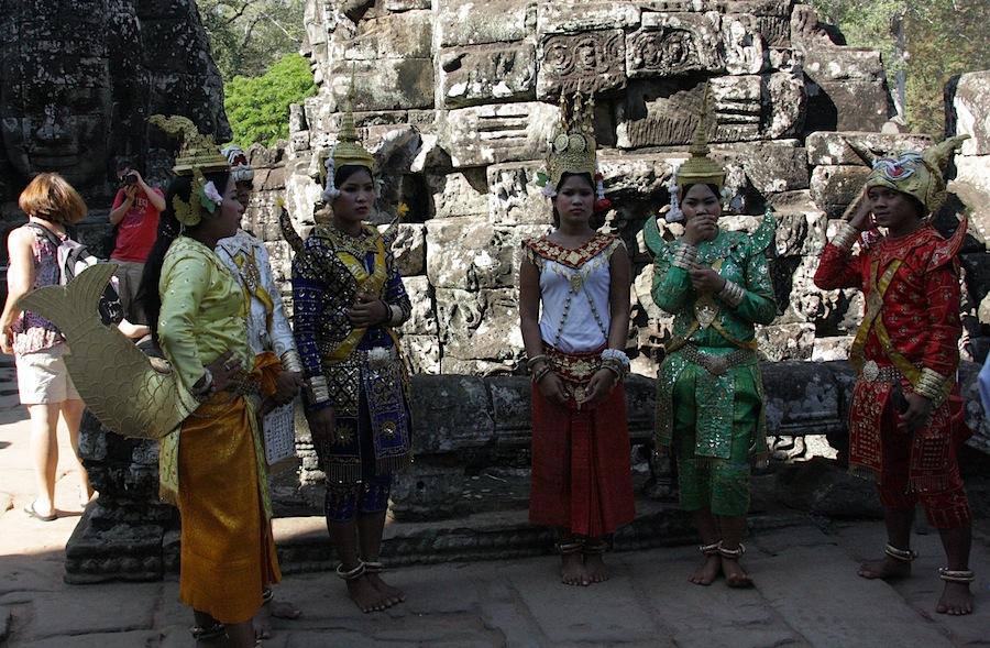 танцоры в Ангкоре