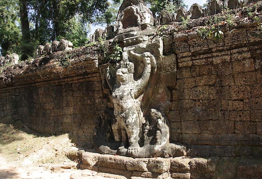 скульптура Гардуды