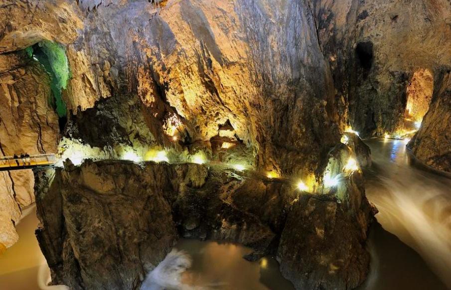 пешеходные мосты в Шкоцянских пещерах