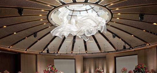 стеклянная инсталляция в Capella Singapore