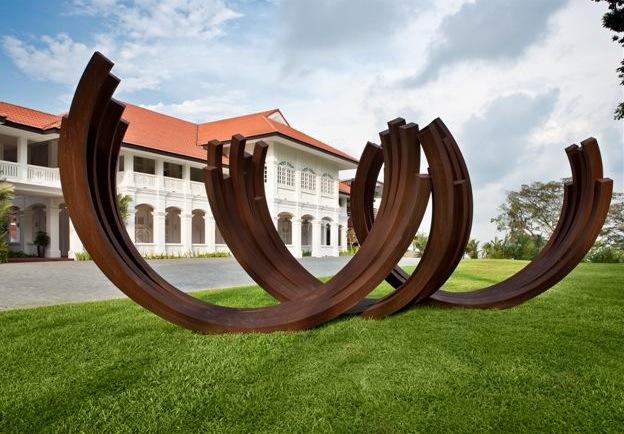скульптура Бернара Вене в Capella Singapore