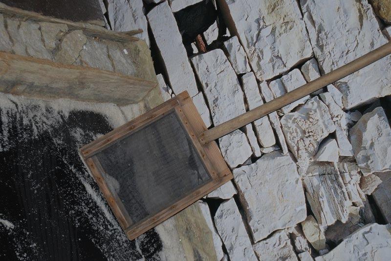 лопаты для сбора соли