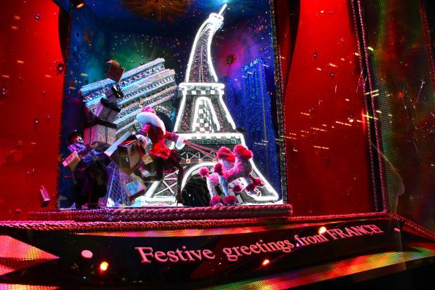 парижская витрина Bloomingdale's
