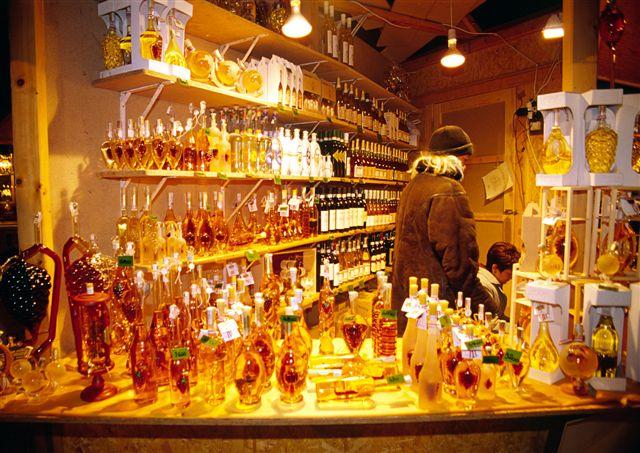 Будапешт, рождественская ярмарка, лавочка, в которой торгуют вином