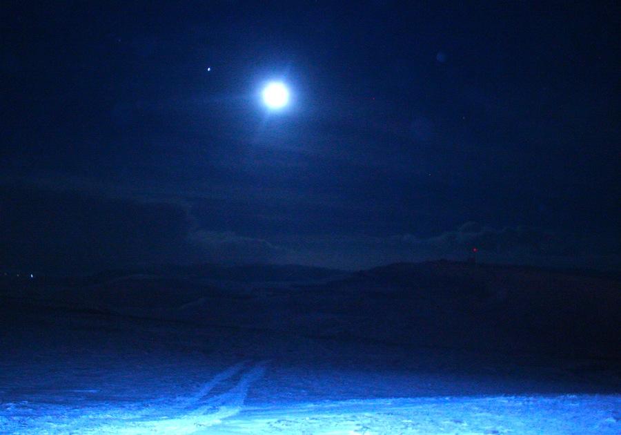 полнолуние и снежная пустыня
