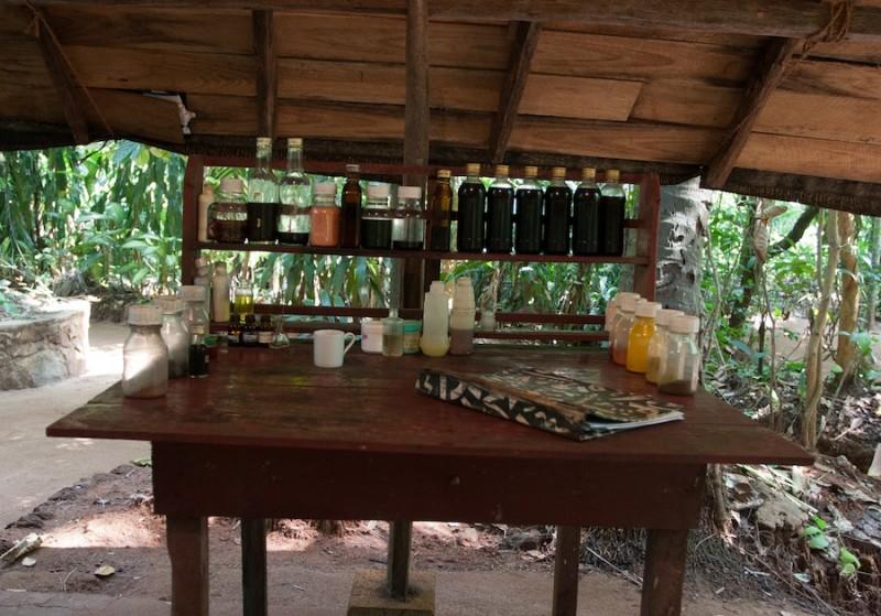 ланкийская лавка, где торгуют маслами и присыпками