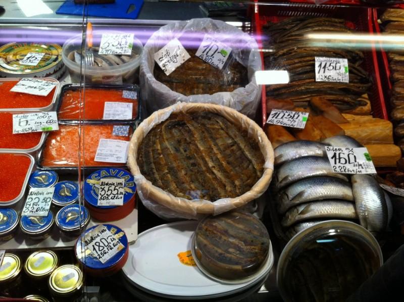 рыбные деликатесы на рижском рынке