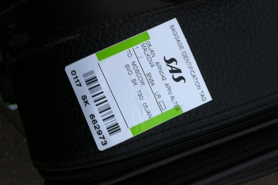 багажная марка на чемодане