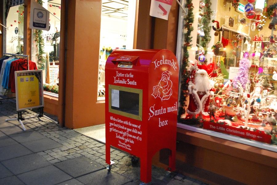ящик для писем Санта-Клаусу на улице Рейкьявика