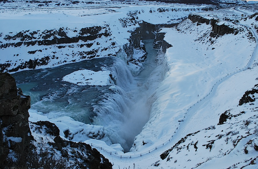 водопад Гюдльфосс и тропинка близ водопада