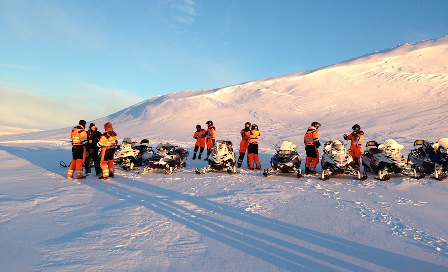 группа на снегоходах