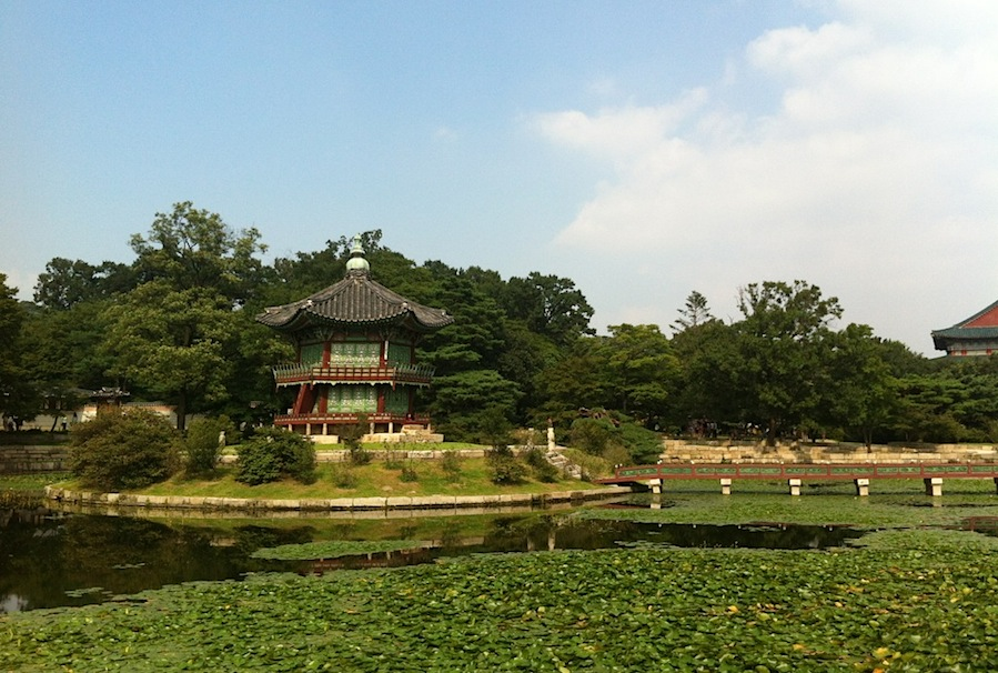 сады и дворец Кёнбоккун